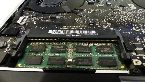 MacBook Arbeitsspeichereinbau mit zugehörigen Speichertest
